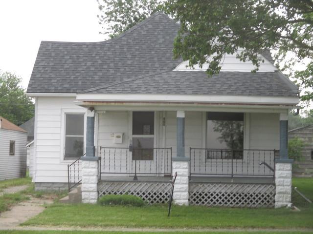 805 S Sycamore Street, VILLA GROVE, IL 61956 (MLS #09959103) :: Ryan Dallas Real Estate