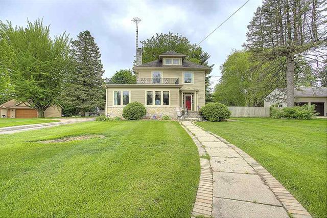 1405 W Stephenson Street, Freeport, IL 61052 (MLS #09960159) :: Key Realty