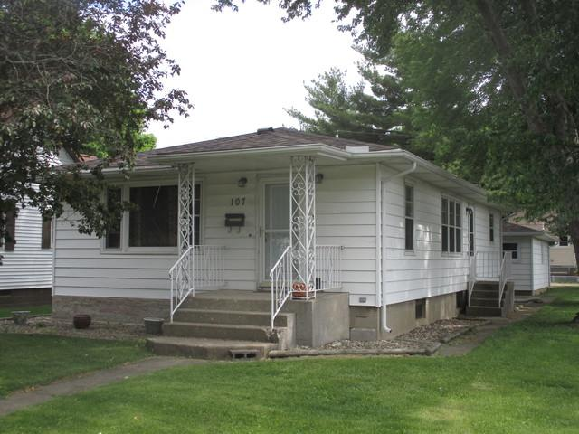 107 E Houghton Street, Tuscola, IL 61953 (MLS #09960333) :: Berkshire Hathaway HomeServices Snyder Real Estate
