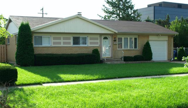 1061 Leahy Circle E, Des Plaines, IL 60016 (MLS #09961035) :: The Jacobs Group