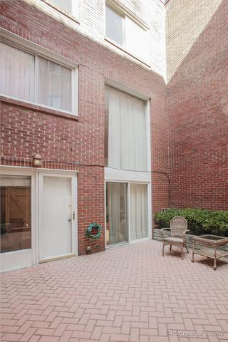 2040 N Cleveland Avenue C, Chicago, IL 60614 (MLS #09961295) :: The Saladino Sells Team
