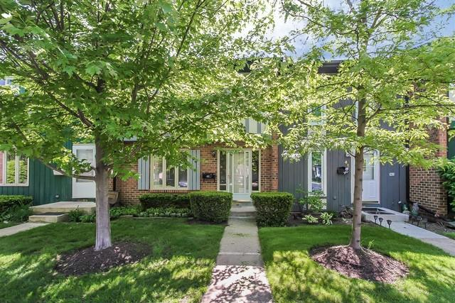 40 Cypress Square, Elgin, IL 60123 (MLS #09962765) :: The Wexler Group at Keller Williams Preferred Realty