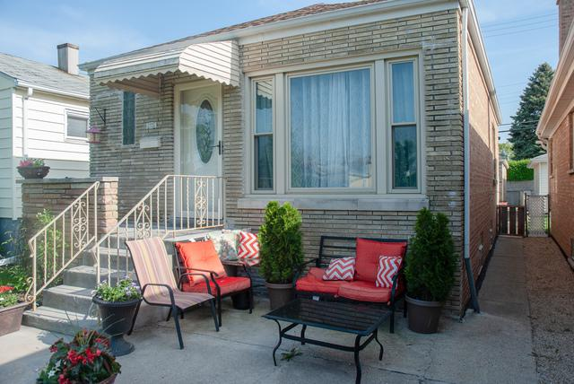 6951 W Montrose Avenue, Harwood Heights, IL 60706 (MLS #09963116) :: The Perotti Group