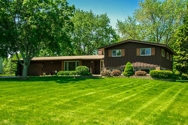 5903 Ironwood Drive, Crystal Lake, IL 60014 (MLS #09964521) :: The Dena Furlow Team - Keller Williams Realty