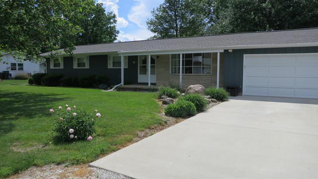 14 Park Drive, VILLA GROVE, IL 61956 (MLS #09964672) :: Ryan Dallas Real Estate