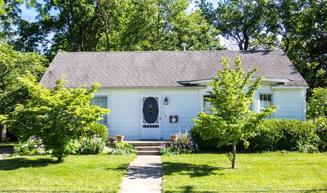 906 W Columbia Street, Danville, IL 61832 (MLS #09968078) :: The Dena Furlow Team - Keller Williams Realty