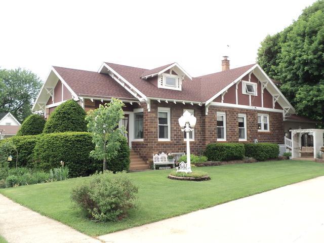 354 Wyoming Avenue, Paw Paw, IL 61353 (MLS #09969104) :: The Dena Furlow Team - Keller Williams Realty