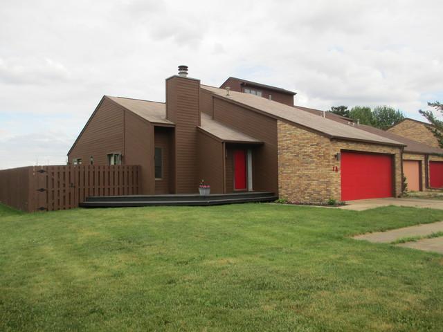 1 Lyndhurst Village Court A, Savoy, IL 61874 (MLS #09970761) :: Littlefield Group