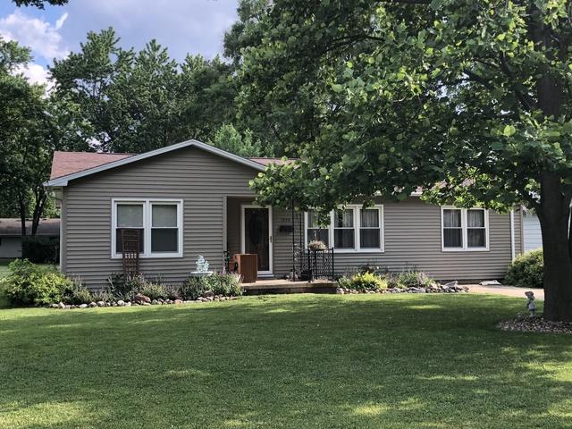 1035 Roselawn Drive, Paxton, IL 60957 (MLS #09970989) :: Lewke Partners