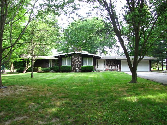 552 E County Road 1050 N, Tuscola, IL 61953 (MLS #09972092) :: Littlefield Group