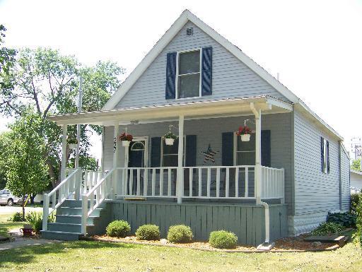 227 S State Street, Gibson City, IL 60936 (MLS #09973739) :: Ryan Dallas Real Estate