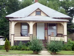 288 S Schuyler Avenue, Bradley, IL 60915 (MLS #09977299) :: The Dena Furlow Team - Keller Williams Realty