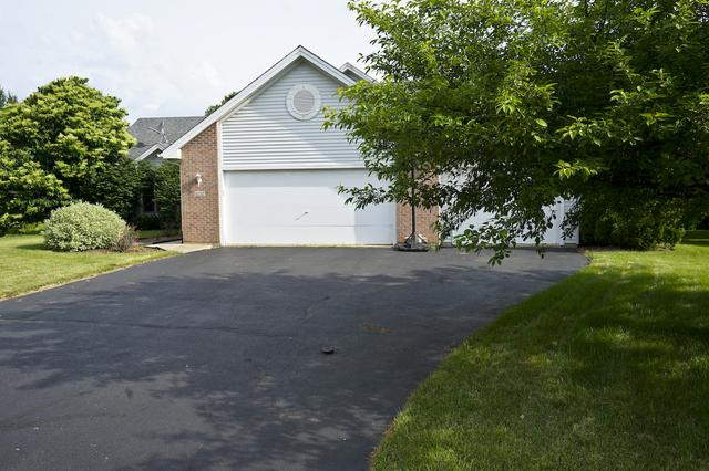 6232 Broadcast Parkway, Loves Park, IL 61111 (MLS #09977622) :: Lewke Partners