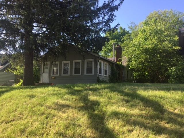 211 E Grand Avenue, Fox Lake, IL 60020 (MLS #09977975) :: Ani Real Estate