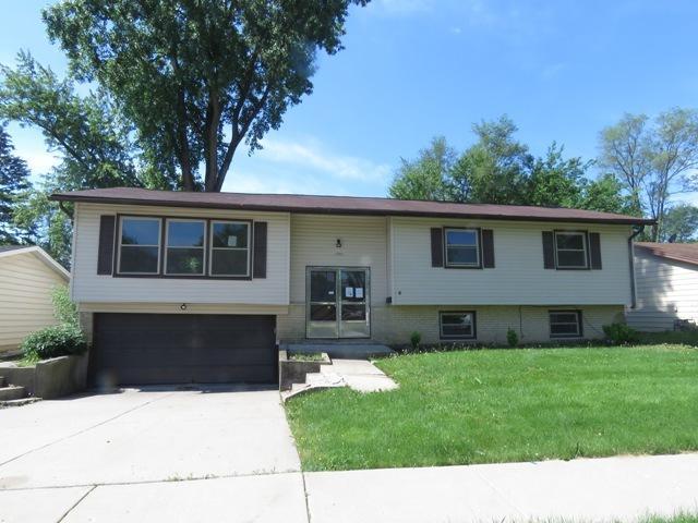 1540 Walnut Avenue, Hanover Park, IL 60133 (MLS #09978264) :: Lewke Partners