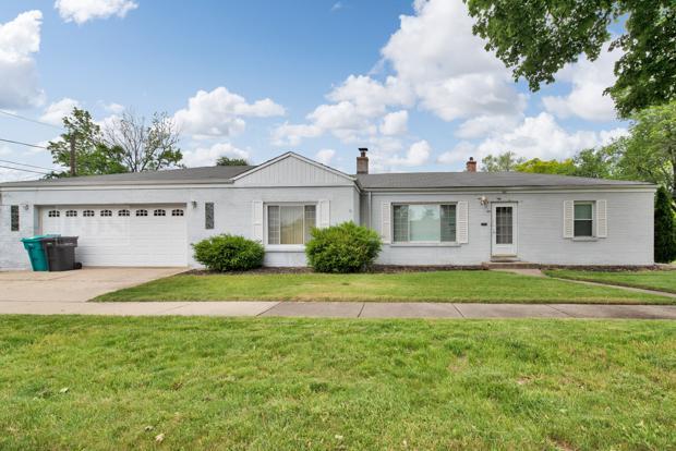 302 N Elm Street, Hillside, IL 60162 (MLS #09979685) :: Ani Real Estate