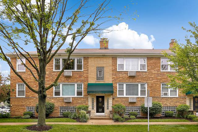 17 W Cossitt Avenue 2A, La Grange, IL 60525 (MLS #09984770) :: Lewke Partners