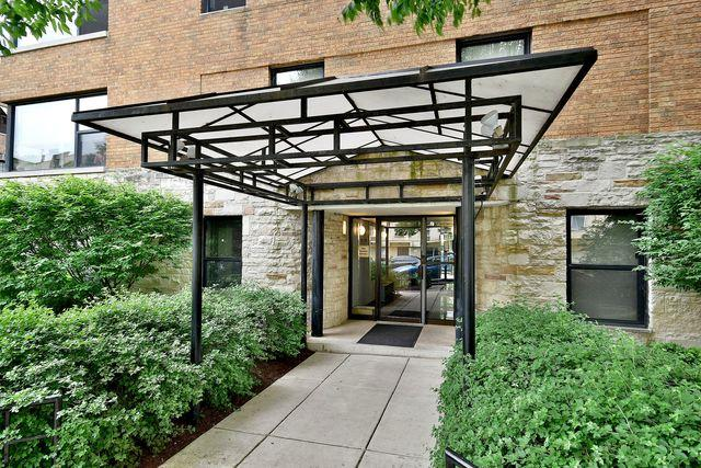 525 W Aldine Avenue #103, Chicago, IL 60657 (MLS #09988848) :: Property Consultants Realty