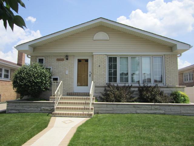 4809 N Leonard Drive, Norridge, IL 60706 (MLS #09989037) :: Ani Real Estate