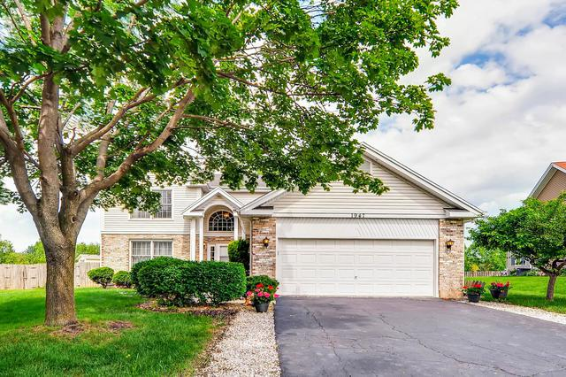 1947 Lucille Lane, Hanover Park, IL 60133 (MLS #09989970) :: The Dena Furlow Team - Keller Williams Realty