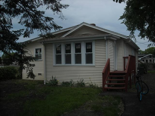1N335 Papworth Street, Carol Stream, IL 60188 (MLS #09990306) :: Ani Real Estate