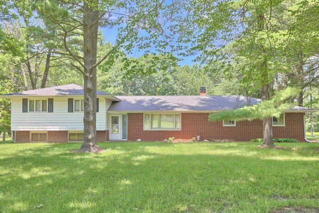 1906 Forestview Drive, Mahomet, IL 61853 (MLS #09990643) :: Littlefield Group