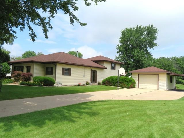 1232 W Lefevre Road, Sterling, IL 61081 (MLS #09990738) :: The Dena Furlow Team - Keller Williams Realty