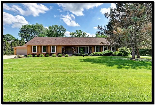 17W525 White Pine Road, Addison, IL 60101 (MLS #09990762) :: The Dena Furlow Team - Keller Williams Realty