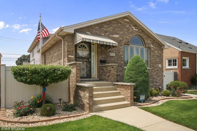 5720 S Oak Park Avenue, Chicago, IL 60638 (MLS #09991631) :: Ani Real Estate