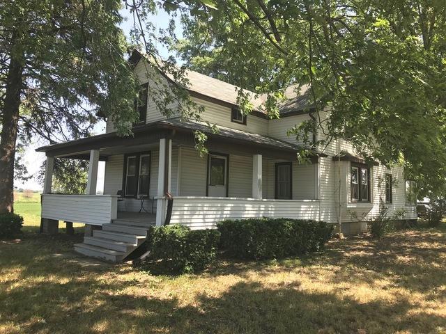 2715 W Beecher Peotone Road, Beecher, IL 60401 (MLS #09991923) :: The Dena Furlow Team - Keller Williams Realty