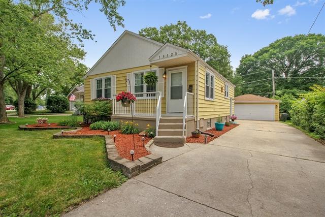 18425 Harwood Avenue, Homewood, IL 60430 (MLS #09991994) :: Ani Real Estate