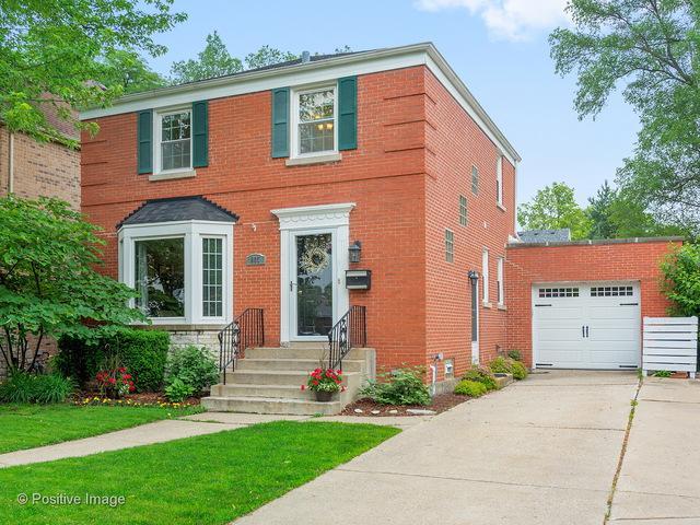 607 S Parkside Avenue, Elmhurst, IL 60126 (MLS #09992171) :: The Dena Furlow Team - Keller Williams Realty