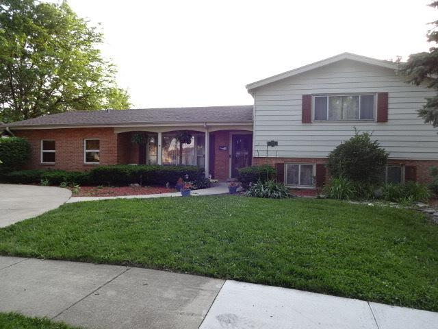 330 N Country Club Drive, Addison, IL 60101 (MLS #09992453) :: Ani Real Estate