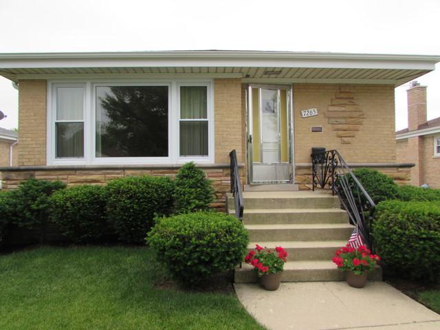 7265 W Lee Street, Niles, IL 60714 (MLS #09993563) :: Ani Real Estate