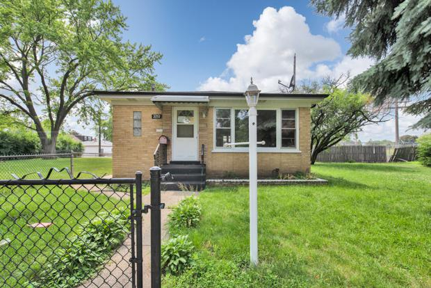 2752 N Budd Street, River Grove, IL 60171 (MLS #09994028) :: Ani Real Estate