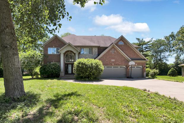 5s600 S Beau Bien Boulevard, Naperville, IL 60540 (MLS #09994600) :: The Dena Furlow Team - Keller Williams Realty