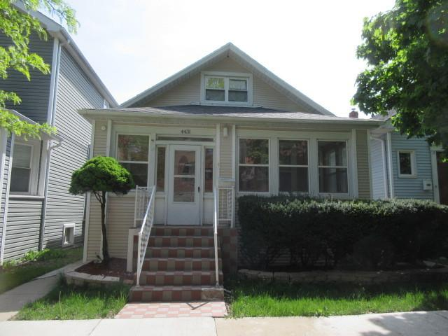 4431 N Harding Avenue, Chicago, IL 60625 (MLS #09994954) :: Ani Real Estate
