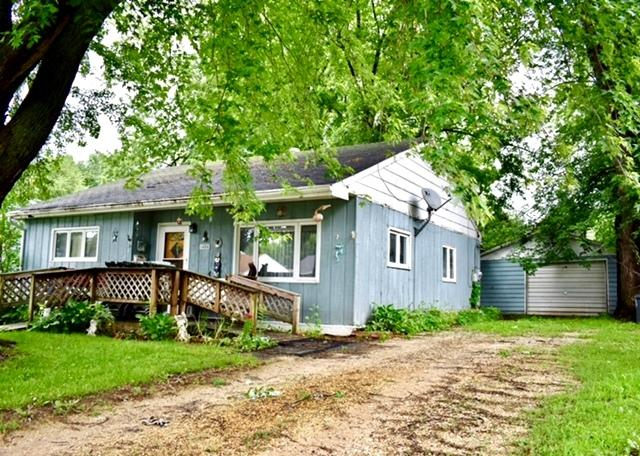 1404 Douglas Drive, Sterling, IL 61081 (MLS #09994976) :: Ani Real Estate
