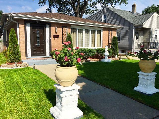 8838 S California Avenue, Evergreen Park, IL 60805 (MLS #09995232) :: Ani Real Estate