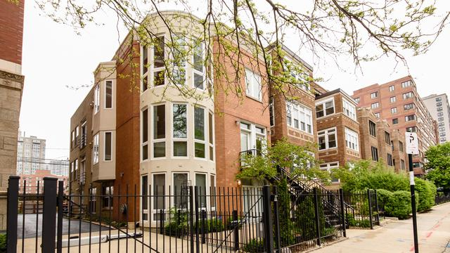 728 W Bittersweet Place #3, Chicago, IL 60613 (MLS #09995607) :: Ani Real Estate