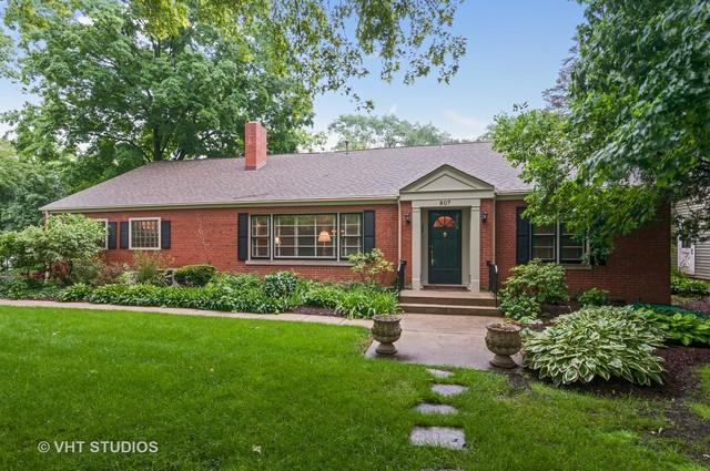 807 Warrenville Road, Wheaton, IL 60189 (MLS #09995612) :: Ani Real Estate