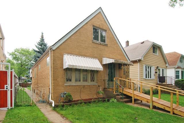 2933 N 72ND Court, Elmwood Park, IL 60707 (MLS #09995756) :: Ani Real Estate