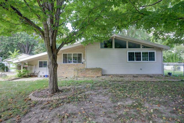 904 Logan Court, MONTICELLO, IL 61856 (MLS #09996672) :: Ryan Dallas Real Estate