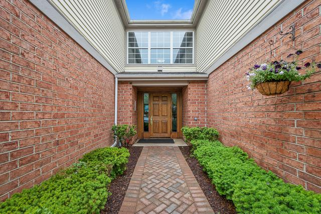 123 Crestwood Court #7, Schaumburg, IL 60195 (MLS #09998389) :: Domain Realty