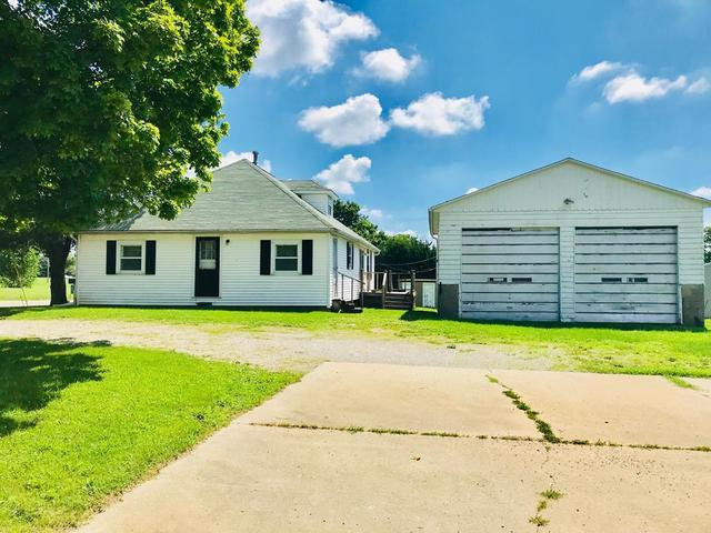 1027 1/2 W Thompson Avenue, Hoopeston, IL 60942 (MLS #10004854) :: The Dena Furlow Team - Keller Williams Realty