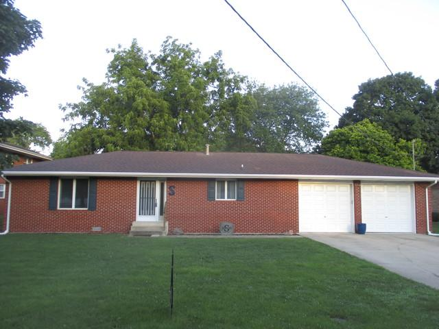 916 N Center Street, Tuscola, IL 61953 (MLS #10013516) :: Littlefield Group