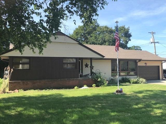 805 N 3rd Street, Ashton, IL 61006 (MLS #10014864) :: Ani Real Estate