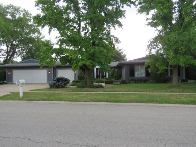 4006 Clubhouse Drive, Champaign, IL 61822 (MLS #10018750) :: Littlefield Group