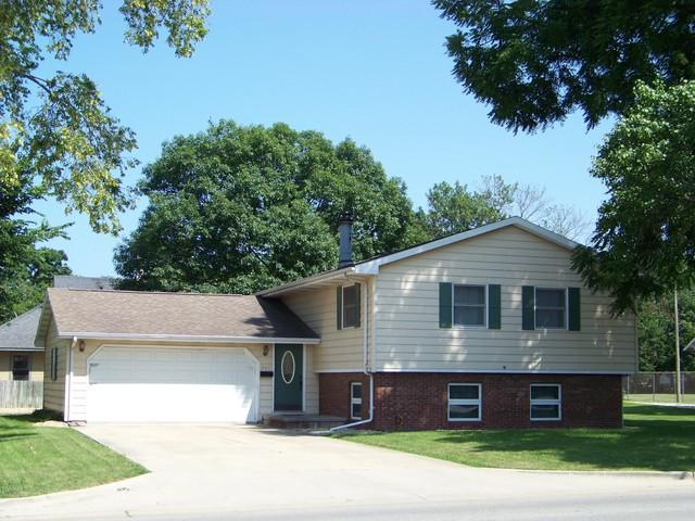 447 S Market Street S, MONTICELLO, IL 61856 (MLS #10018780) :: Littlefield Group
