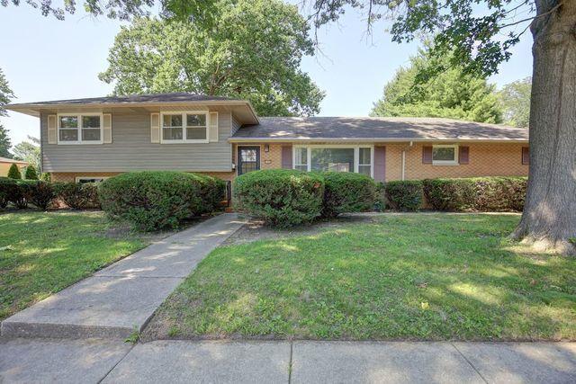 1108 E Mchenry Street, Urbana, IL 61801 (MLS #10019594) :: Ryan Dallas Real Estate